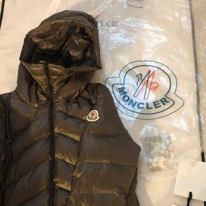 🇫🇷MONCLER WOMEN'S puffer coat size 2